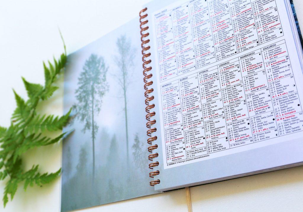 Metsän aika metsäkalenteri taidekalenteri ja luontokalenteri