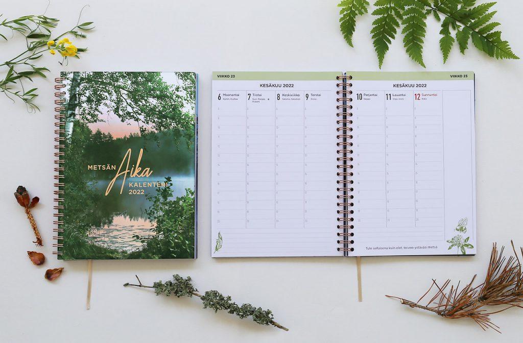 Metsän aika on kätevä viikkokalenteri vuodelle 2022