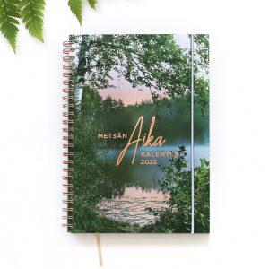 Metsän aika -kalenteri 2022 kuminauhalla